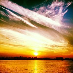 Puesta de sol sobre el skyline de Doha.
