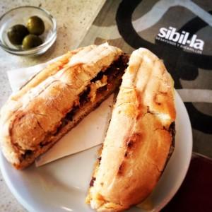 Llonguet de varia i formatge, Café Sibil·la (Palma)