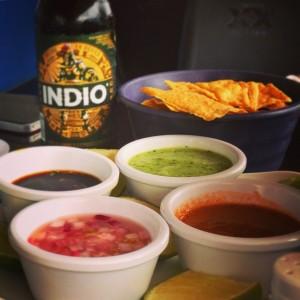 Totopos y su salsas
