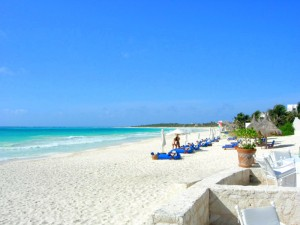 Maroma beach looking south