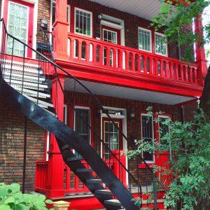 Escaleras tipo espiral en el barrio Cité-Limoilou