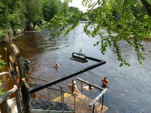Piscina natural a 18 grados: Spa escandinavo