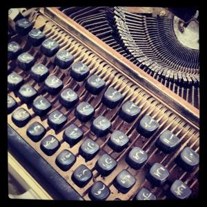 Máquina de escribir con teclado árabe