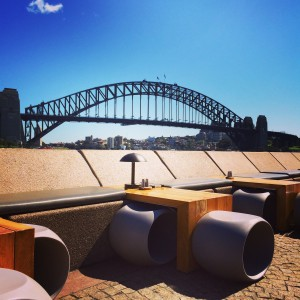 Opera Kitchen, un bar al aire libre con vistas al legendario Harbour Bridge, Sydney.