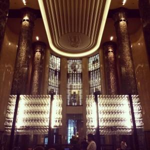 Interior del Rockpool Bar&Grill en Sydney, estilo art decó de los años 30.