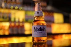 Cerveza mexicana Modelo Especial.