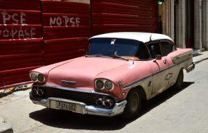 """""""Almendrón"""" en La Habana Vieja (Imagen propia)"""