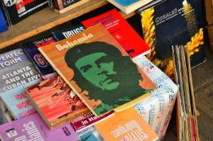 Libros usados en Plaza de Armas (imagen propia)