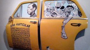"""Taxi """"almendronero"""" (expuesto en la Fábrica de Arte Cubano)"""