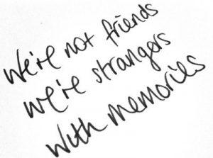 No somos amigos, somos extraños con recuerdos