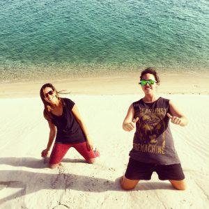 Con Andrea en las dunas del desierto qatarí