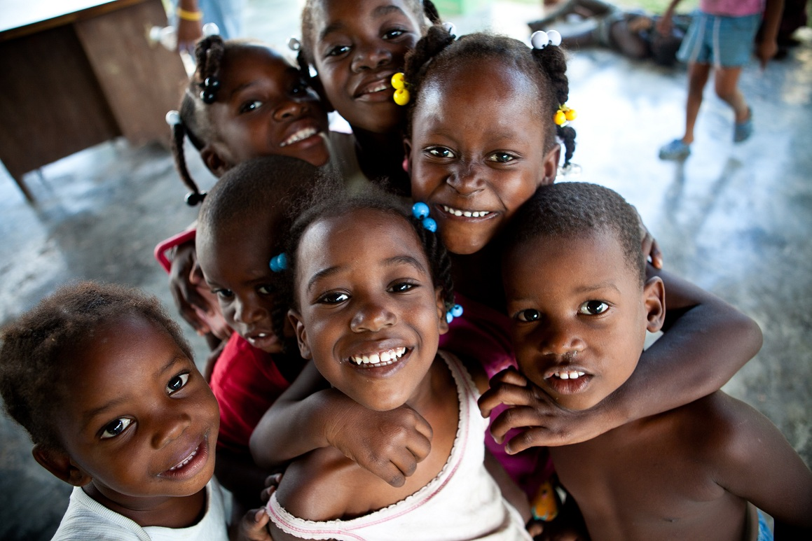 Imagen de un grupo de niños dominicanos