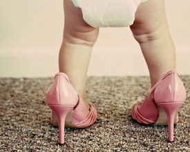 Feliz como una niña con zapatos nuevos